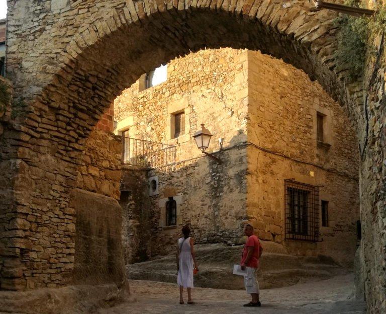 Archway, medieval village of Peratallada