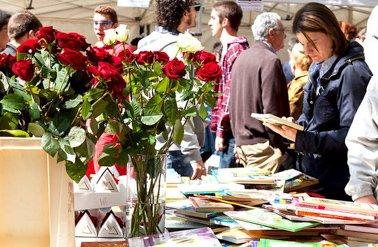Sant Jordi roses and books