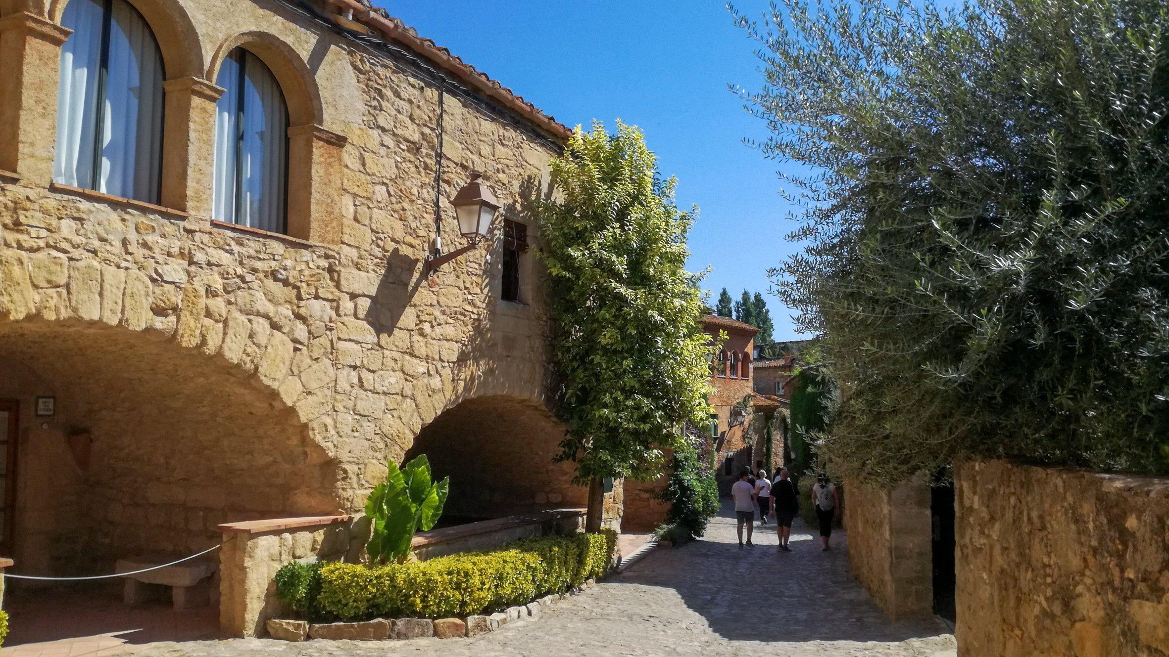 Streetscape, Carrer Hospital-Perat, Peratallada medieval town