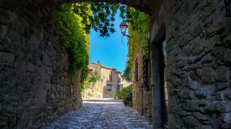 Archway over lane, Peratalada medieval town, Baix Empordà