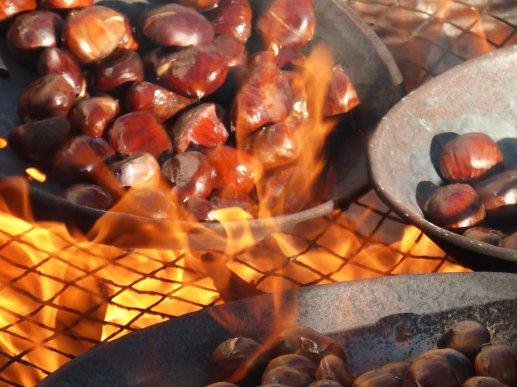 Castañada. la Castanyada, Roasted chestnuts on All Saints' Day