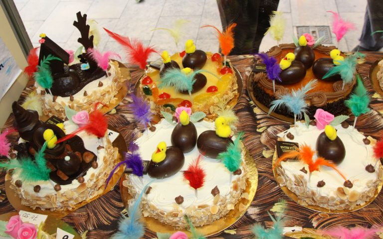 Mones, Easter cakes